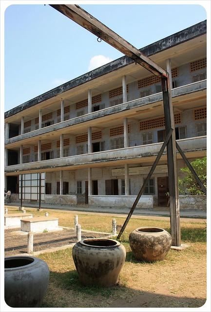 phnom penh tuol sleng water drenching