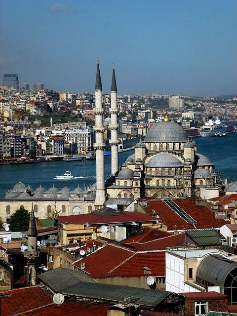 Istanbul - avril 2012 - jour 3 - 085 - Valide Han (Çakmakçılar Yokuşu Tarakçılar Cad) Yeni Camii