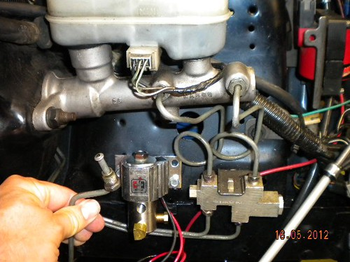 fox line lock install lots of pics ford mustang forums on Add a Phase Wiring Diagram Front Locker Switch Diagram for i put the fitting my vise and tapped it for a 1 4\