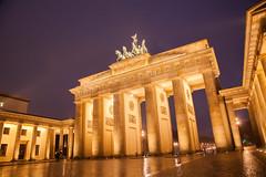 En qué año los soldados rusos posaron en la Puerta de Branderburgo de Berlín.