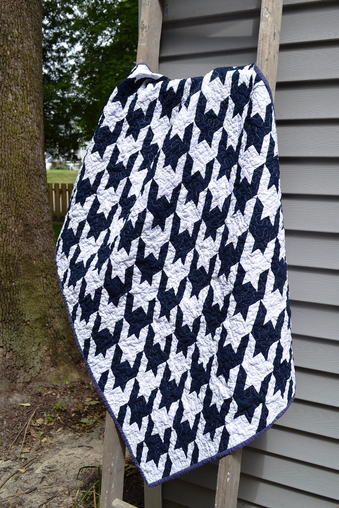 A navy and white houndstooth quilt - NewlyWoodwards : houndstooth quilt pattern - Adamdwight.com