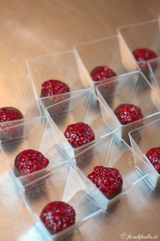 Il cuore segreto delle golosità di cioccolato e lamponi