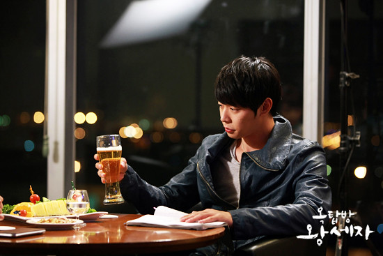 Micky Yoochun as Lee Gak / Yong Tae-yong