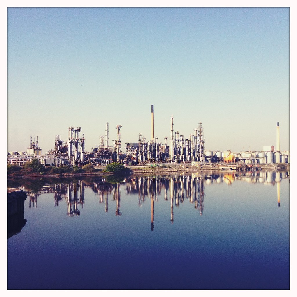 Refinery pipe stacks