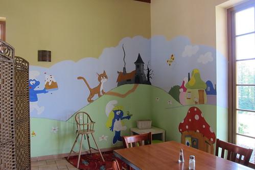 Lasten nurkkaus puolalaisessa kahvilassa by Anna Amnell