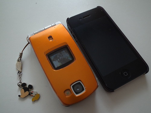 N902i and iPhone 4