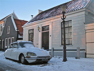 Winter scene with white CITROËN ID 20