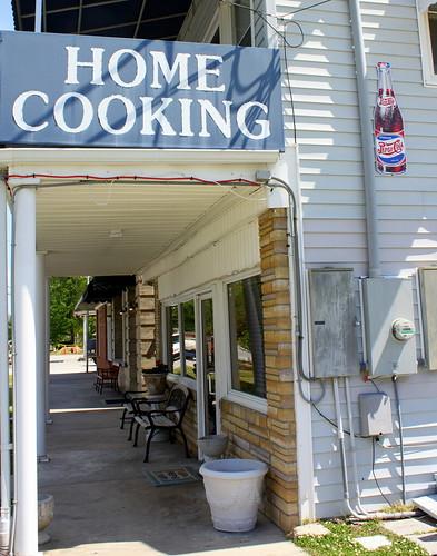 sign bench restaurant mainstreet northcarolina trent pepsi homecooking smalltown pollocksville