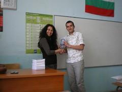 obsequiando a Stanislav con mi poemario Madre