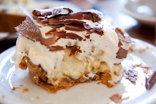 Inside the banana chocolate cream pie
