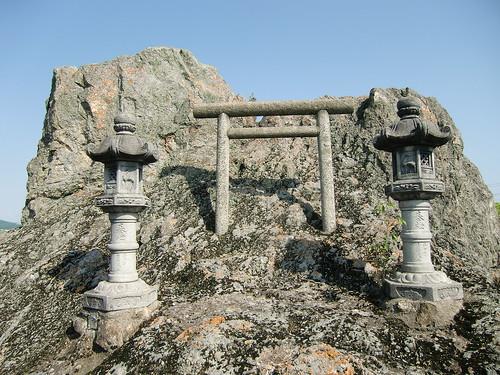 16 高岳神社の蛤岩(兵庫県)
