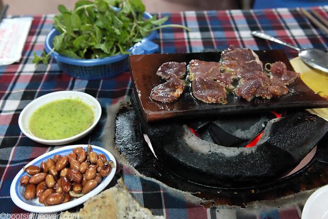 Bò nướng ngói (Beef baked on tiles)