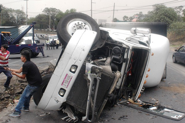 Accidentes De Trailers En Mexico http://www.telefonorojo.mx/2012/5/7/Otro-accidente-de-trailer-en-la-México-Toluca