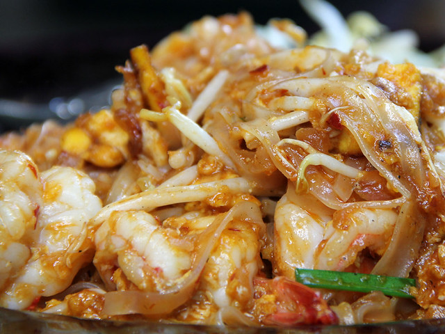 Pad Thai (Thai Fried Noodles) ผัดไทย