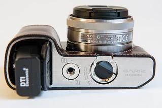 7167061794 9426d59d17 n Funda de cuero para la Sony NEX 7. Gariz
