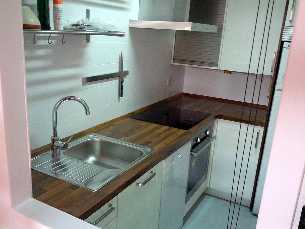 Una cocina completa en 4 metros cuadrados for Cocina 3 metros pared
