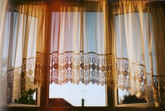 window treatment(1.0), decor(1.0), textile(1.0), window(1.0), room(1.0), curtain(1.0), window covering(1.0), interior design(1.0), window valance(1.0),