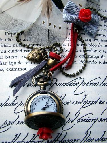 Colar relógio vermelho cinza by kideias - Artesanato