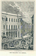<p>Gezicht op de Oudegracht bij de Stadhuisbrug te Utrecht uit het zuidwesten, met de voorgevel van de Winkel van Sinkel en een gezicht in de Ganzenmarkt. Litho. Prent van P.W. van de Weijer afkomstig uit de Utrechtsche Volksalmanak van 1842 (Bibl.HUA XLI F 16, blz. 206).Deze prent behoort tot de Atlas Coenen van 's Gravesloot. Coll. Het Utrechts Archief.</p>