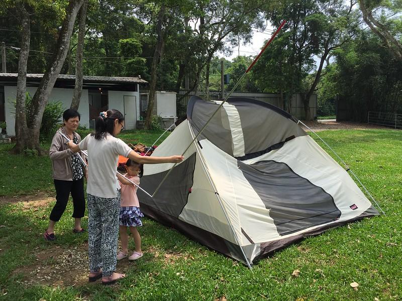 大家一起搭帳篷