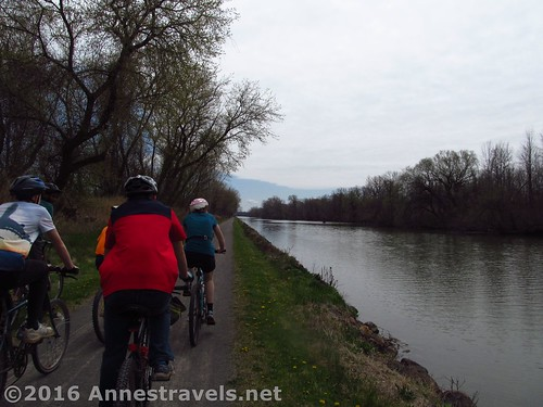This is how close you are to the Erie Canal along the path east of Fairport, New York