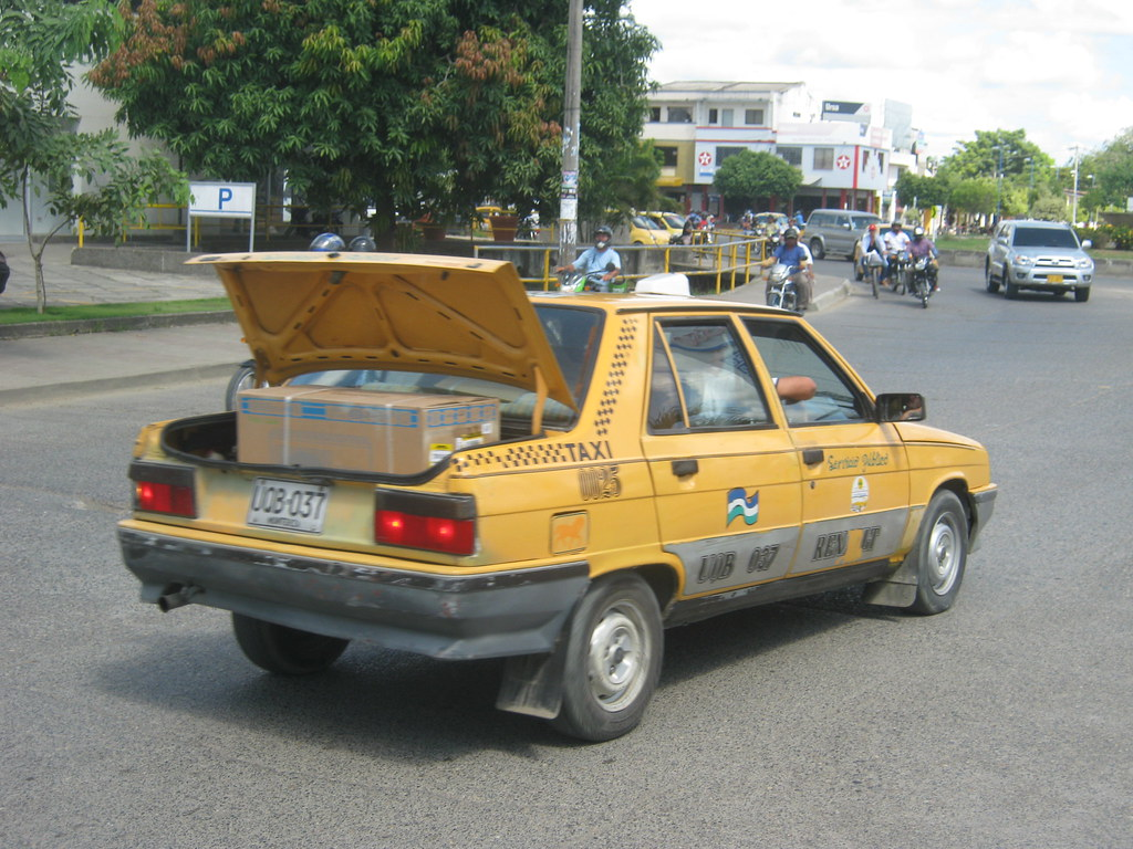Renault 9 Taxi 16