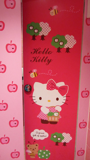 Bathroom Hello Kitty Cafe Seoul