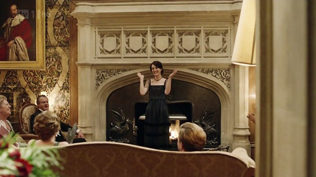 DowntonAbbeyS02E09_fireplace