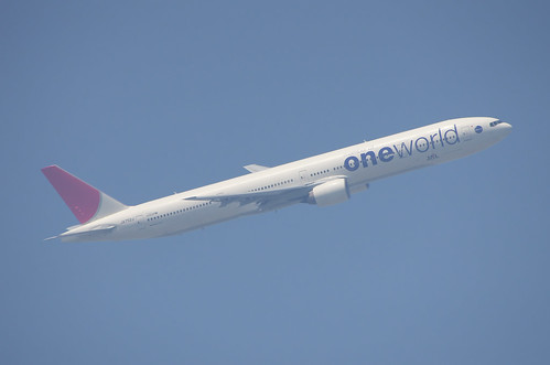 ⑤JAL 777-300 One World 塗装(撮影時の空気の状態のまま)