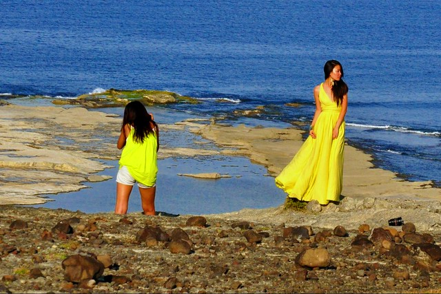 BTS: Ericke-Ivon fashion shoot in Palpalokada, Burgos (2)