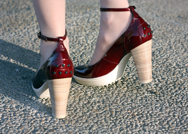 tods_heels_patent_leather_shoes