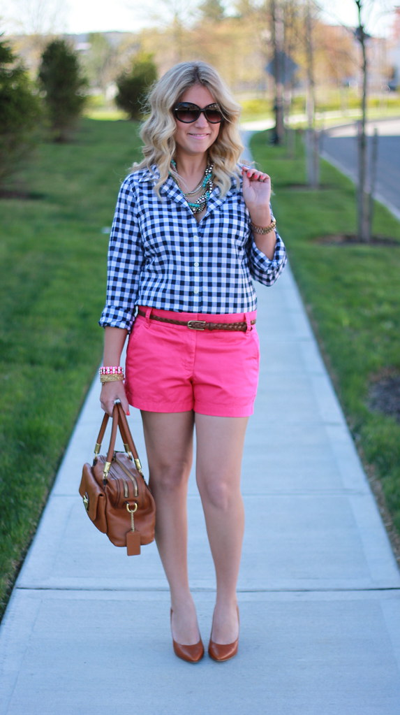 gingham and pink shorts outfit