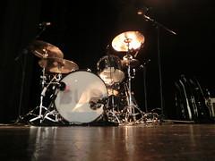 prima del concerto, la batteria in luce