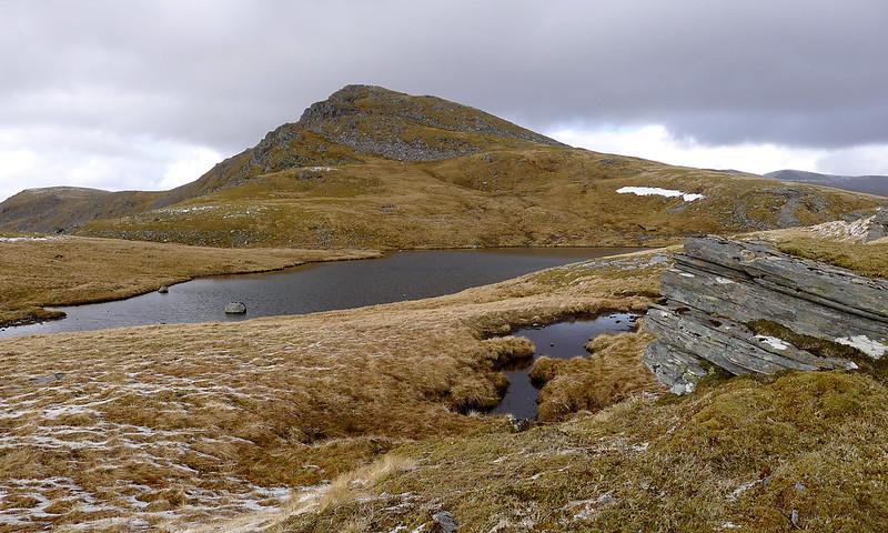 Beinn Tharsuinn summit from the lochan