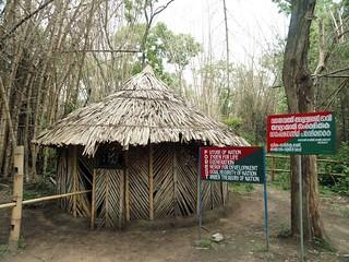 കുറുവദ്വീപിലെ മുളംകുടില് ചെക്ക്പോസ്റ്റ്.
