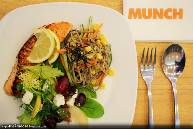 MUNCH Saladsmith - Salmon Fillet with Soba Noodle and Feta and Pear