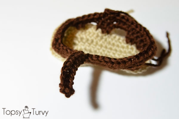 crochet-baby-sandals-right-foot