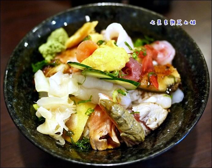 11 海鮮丼+海膽