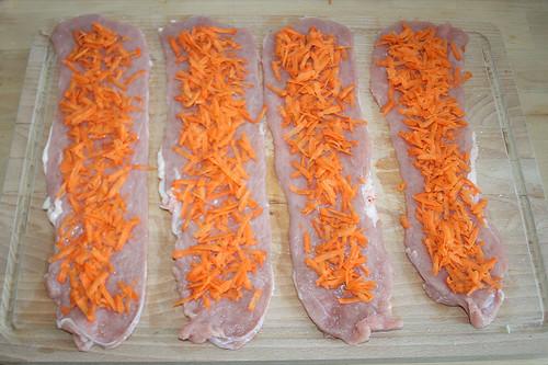 19 - Mit geraspelten Möhren belegen / Add crated carrots