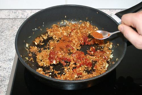 30 - Paprikapulver einstreuen / Add paprika