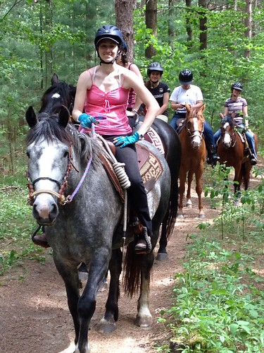 The First Natural Horsemanship Association Play Day - and Gemma's first trail ride! par Lindsey Partridge