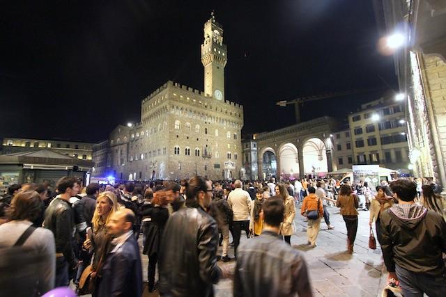 Crowd at Piazza della Signoria