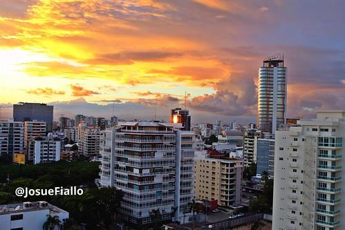 Atardeceres en Santo Domingo. by josuefiallo