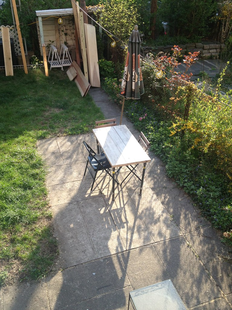 DIY Table for the Yard | Made from wood I found in a dumpste