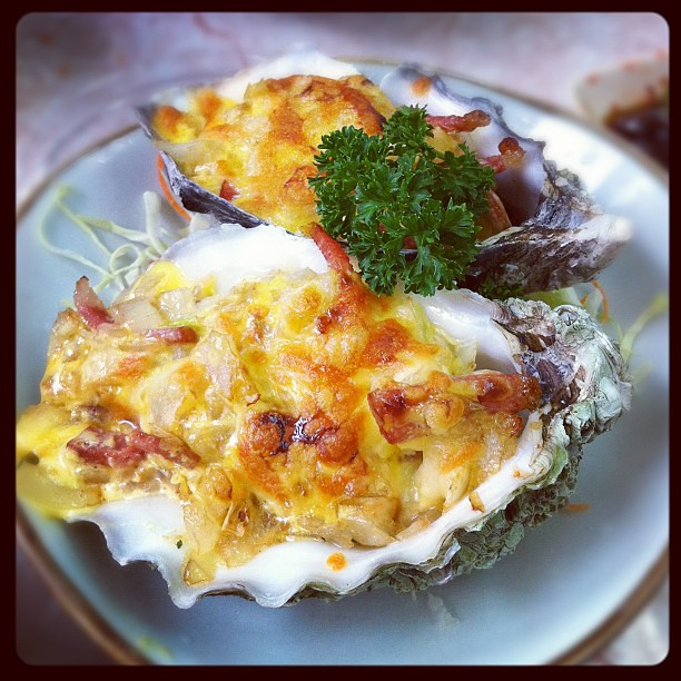 Baked oyster with cheese and bacon