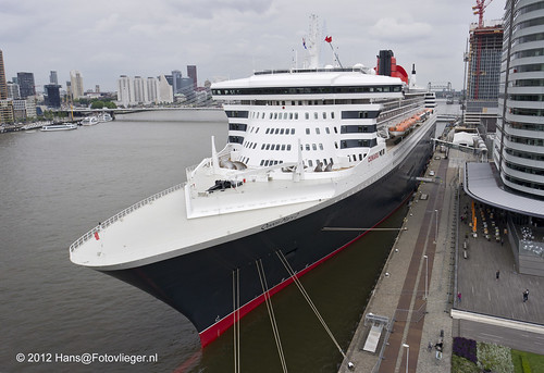 "Queen Mary 2 ""QM2"" in Rotterdam"