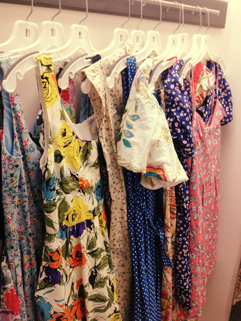 Clothes stores. Thrift store that buys used clothing - photo#6