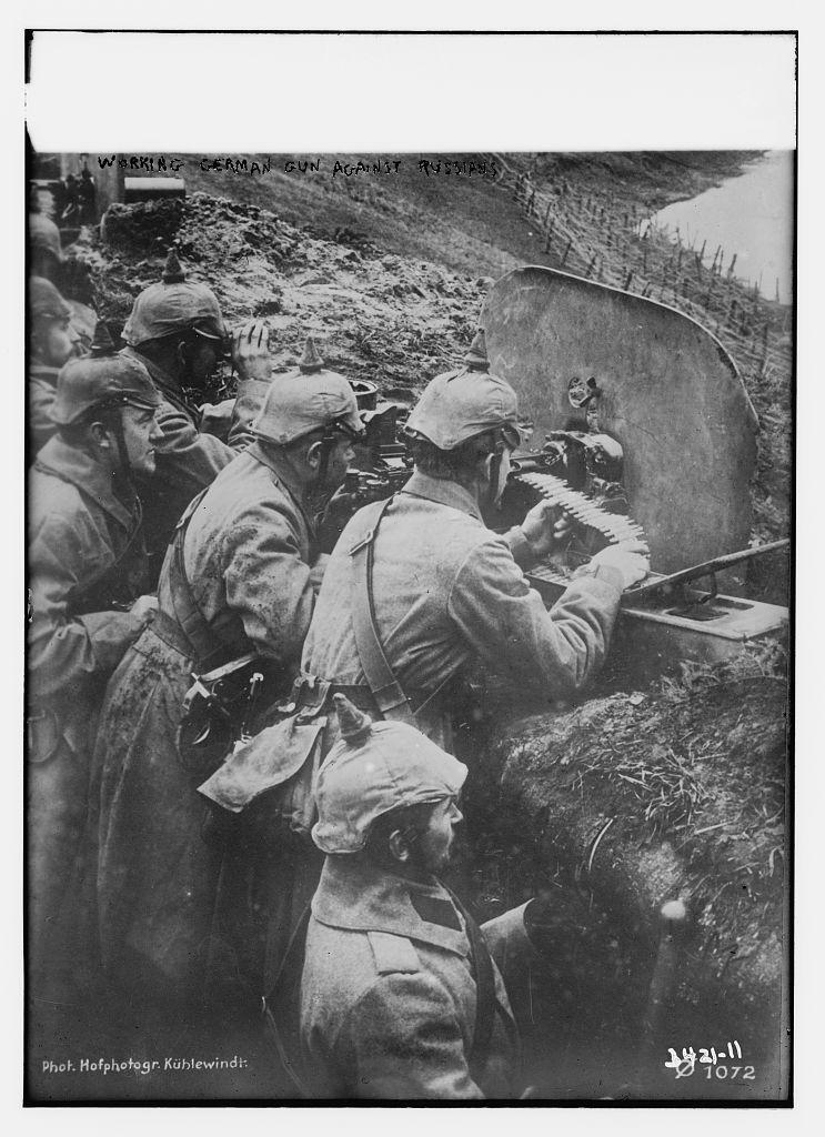 Working German gun against Russians  (LOC)