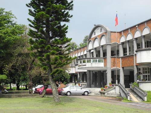 雲林縣虎尾鎮拯民國小擁有完整的林相,有森林小學之稱。