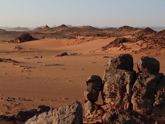 Paisaje cerca a Peter & Paul en el desierto Líbico (Egipto)